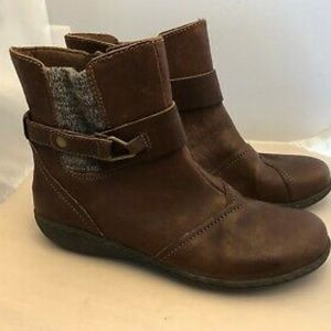 Clarks Leather Ankle Boots w/ Knit Panel 5 1/2